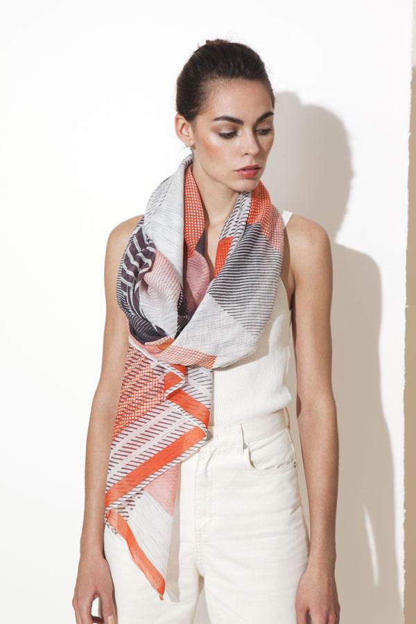 Soliza-roche-rubis-foulard-mapoesie